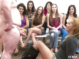 Публичный групповой секс