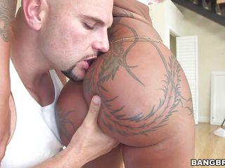 Порно гигантские жопы
