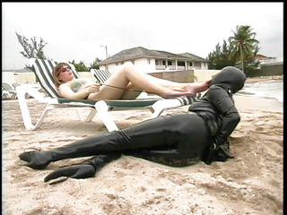 Порно приколы на пляже